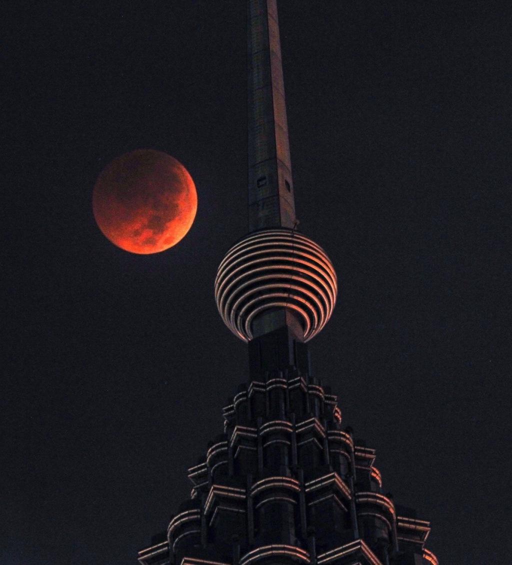 Yam G-Jun:APpetronas éclipse lune 27:7:18 2